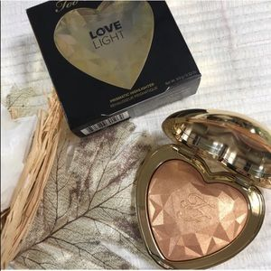 Too Faced Prismatic Highlighter